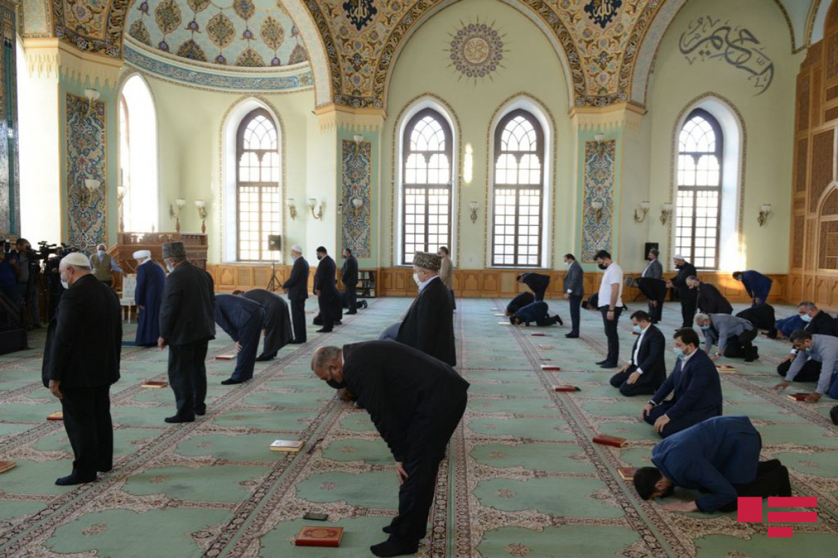 """Prayers sounded for souls of martyrs at """"Taza Pir"""" Mosque-<span class=""""red_color"""">PHOTO"""