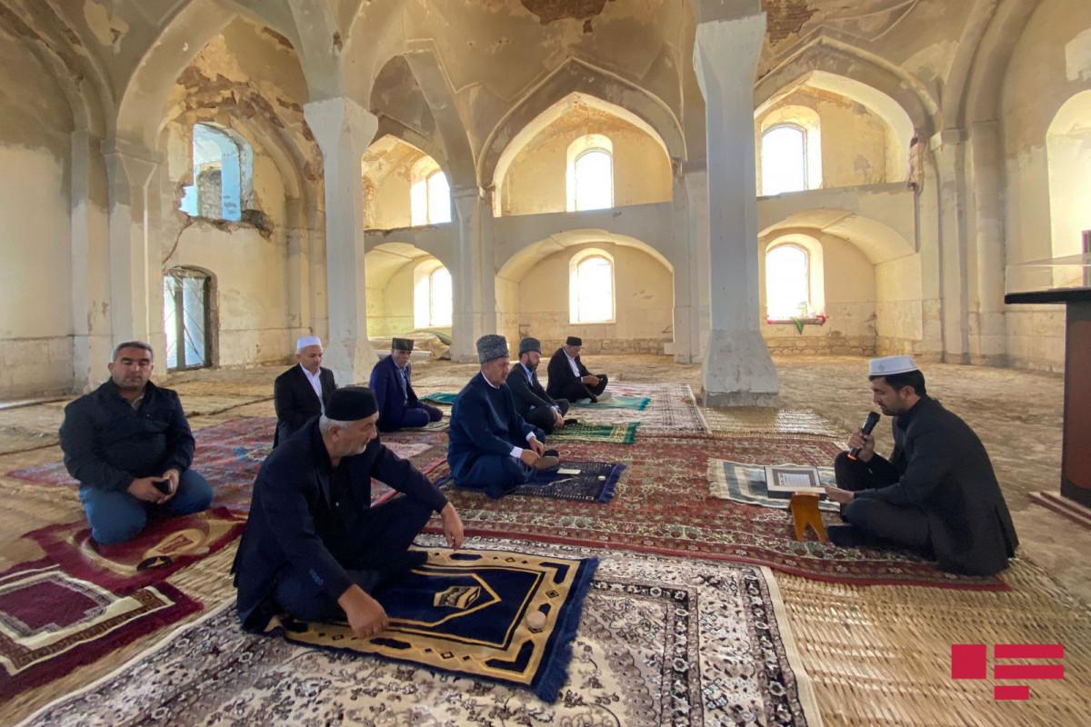 В Агдаме в Джума-мечети почтили память шехидов, прочитали молитвы