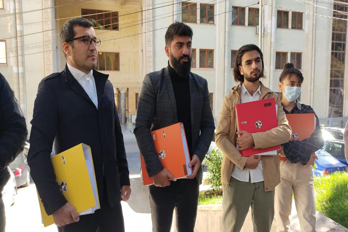 Gürcüstanda milli soyad sonluqları qanunu ilə bağlı toplanan imzalar parlamentə təqdim edilib