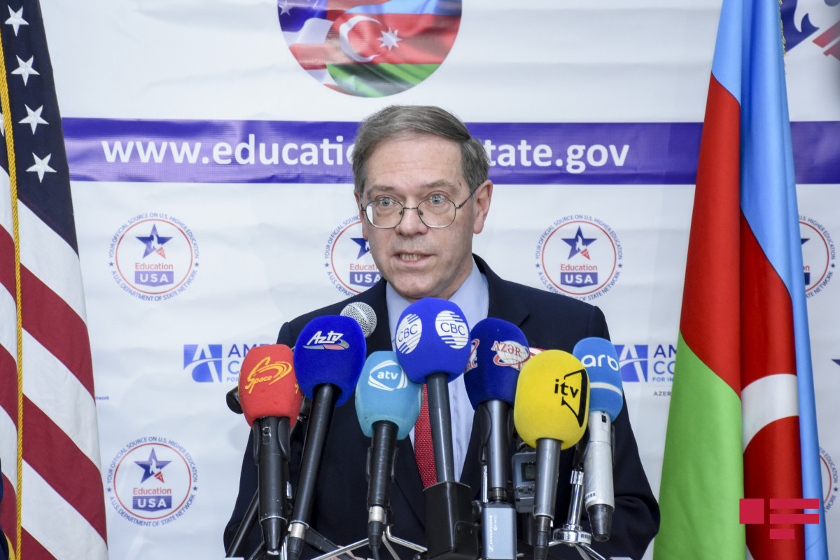 US Ambassador to Azerbaijan commemorates martyrs of the Patriotic War