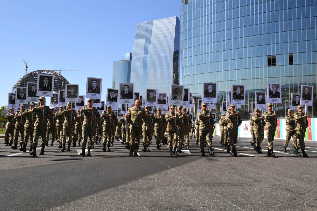 Шествие в знак уважения к памяти наших солдат и офицеров, погибших в боях за территориальную целостность Азербайджана во время Отечественной войны