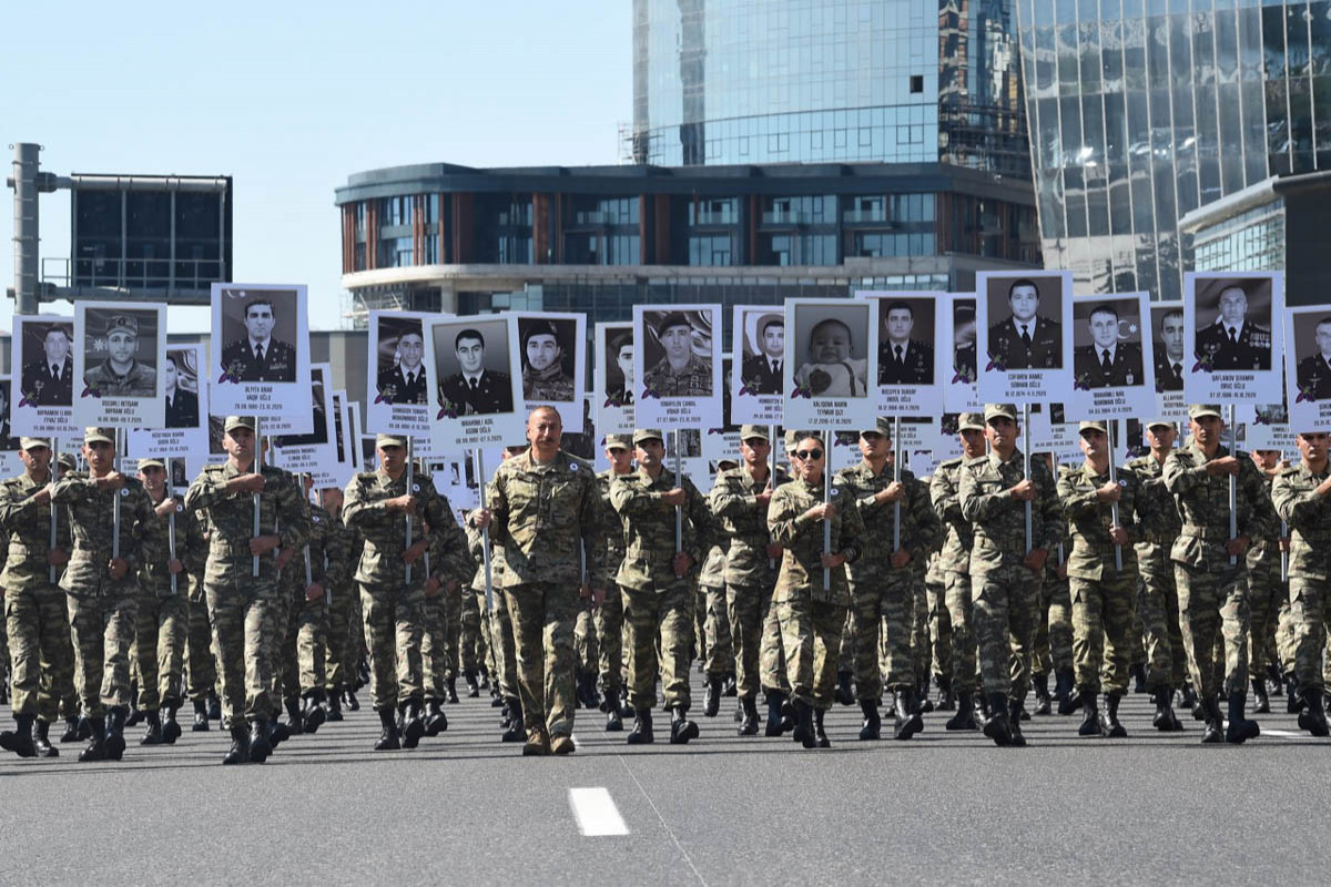 March to pay tribute to memory of Patriotic War martyrs held in Baku, Azerbaijani President, First Lady joined the march