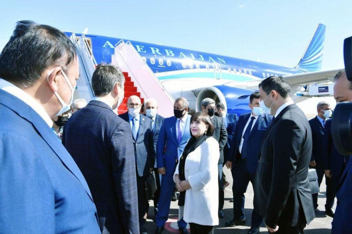 Спикер Милли Меджлиса Азербайджана отправилась с визитом в Казахстан
