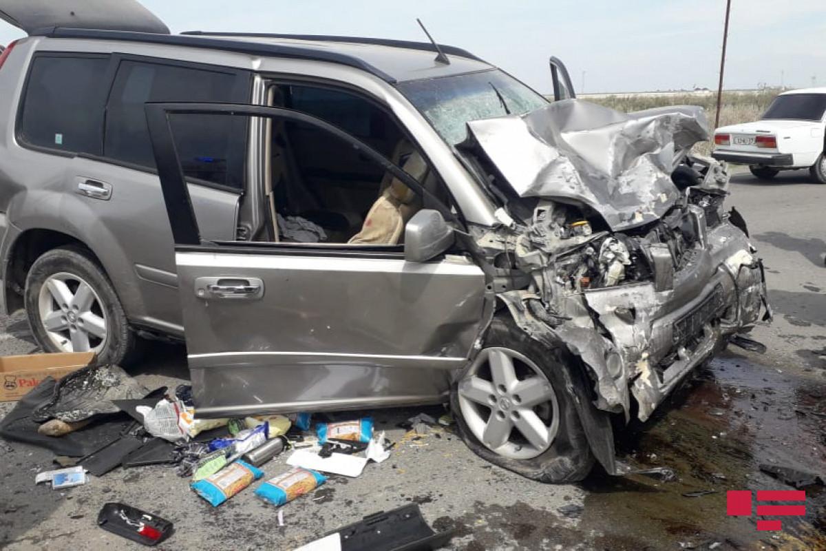 Sumqayıtda kran minik avtomobilini vurub, 6 nəfər xəsarət alıb  