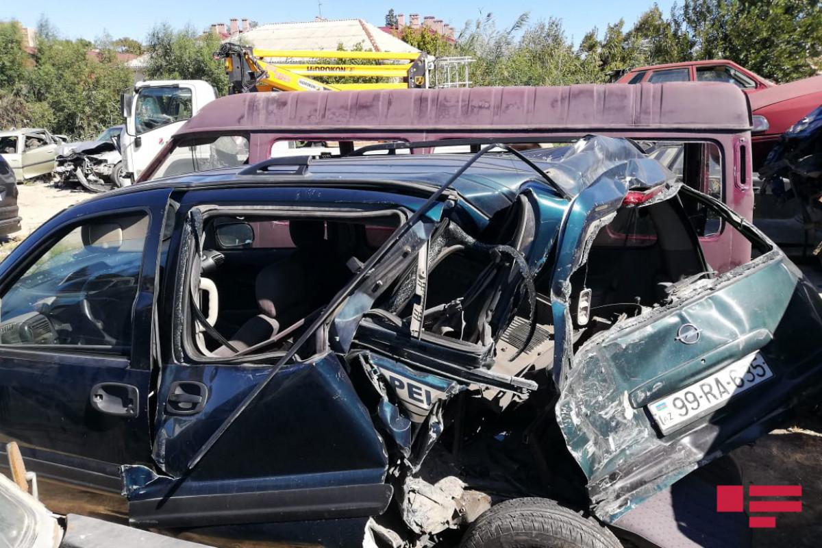 """Sumqayıtda kran minik avtomobilini vurub, 6 nəfər xəsarət alıb   - <span class=""""red_color"""">FOTO"""