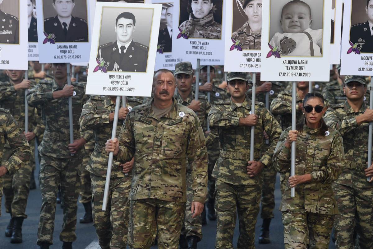 Шествие с участием президента Ильхама Алиева и первой леди Мехрибан Алиевой