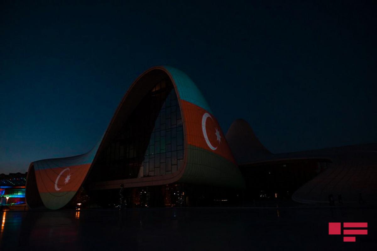 Здание Центра Гейдара Алиева