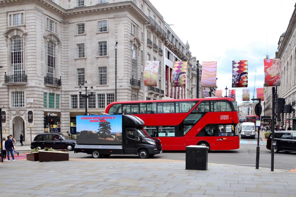 """В Лондоне прошла информационная акция в честь Дня памяти-<span class=""""red_color"""">ФОТО"""