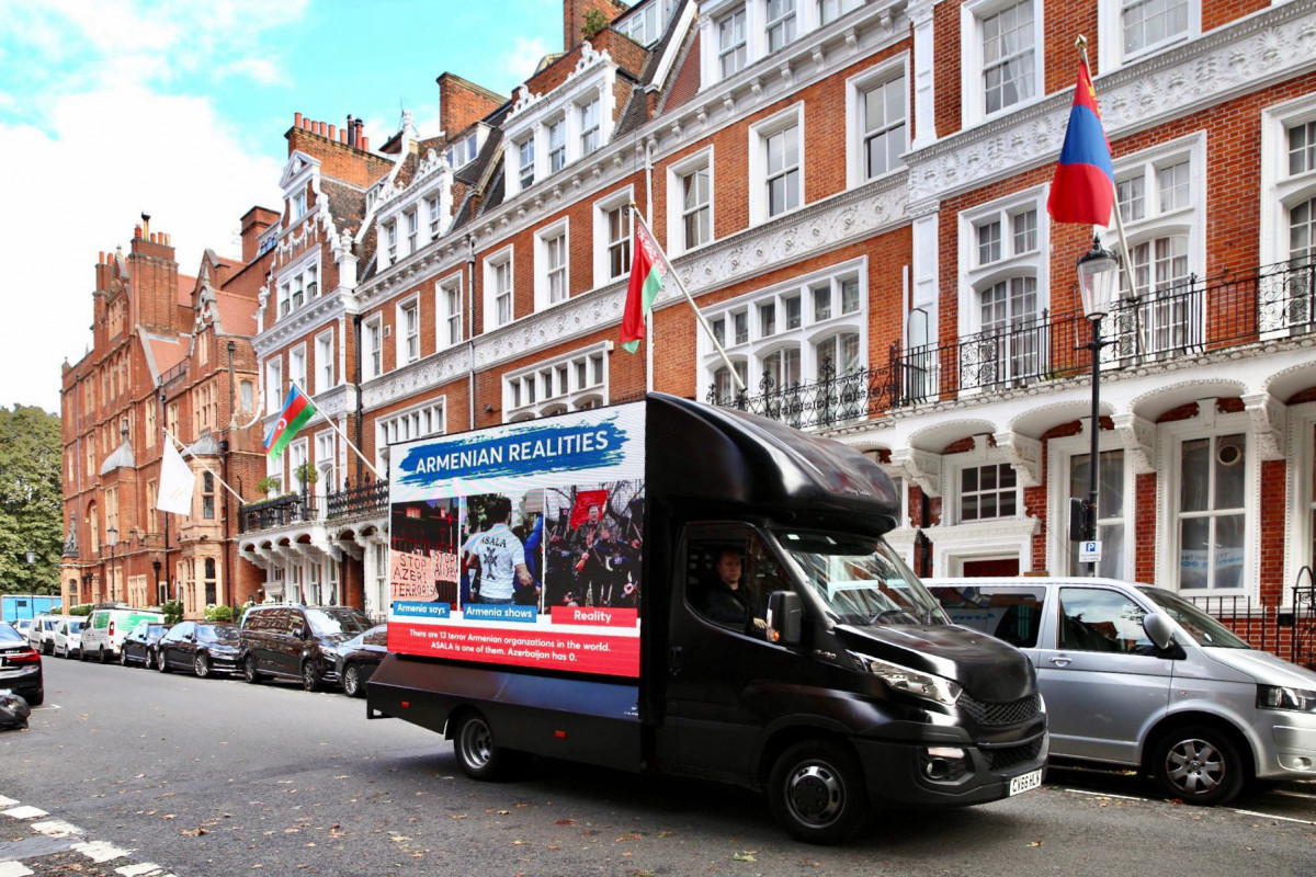 В Лондоне прошла информационная акция в честь Дня памяти-ФОТО