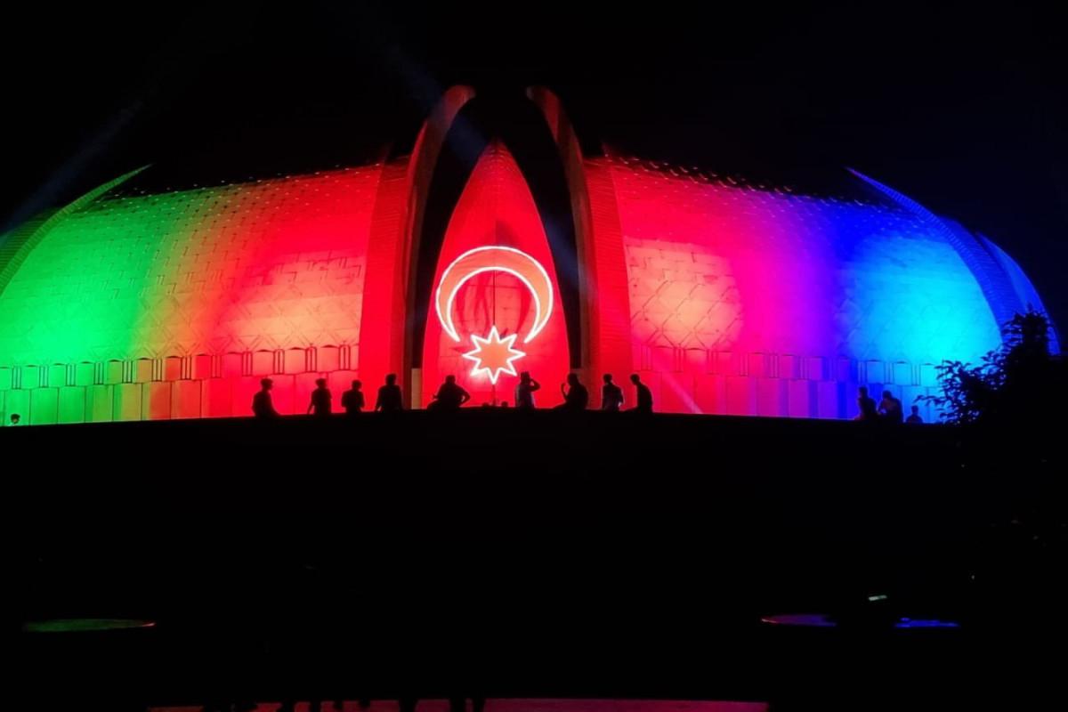 В Исламабаде на «Пакистанском монументе» спроецирован флаг Азербайджана