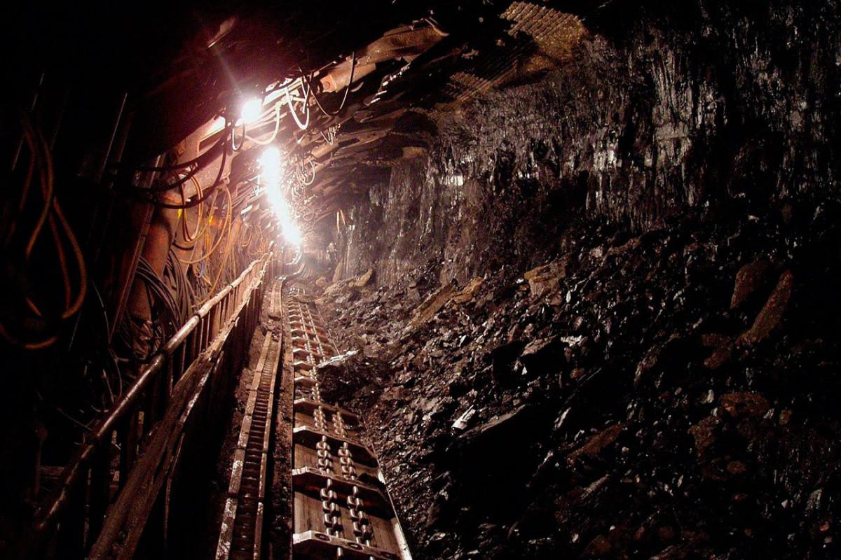 Около 40 человек застряли под землей на шахте в Канаде