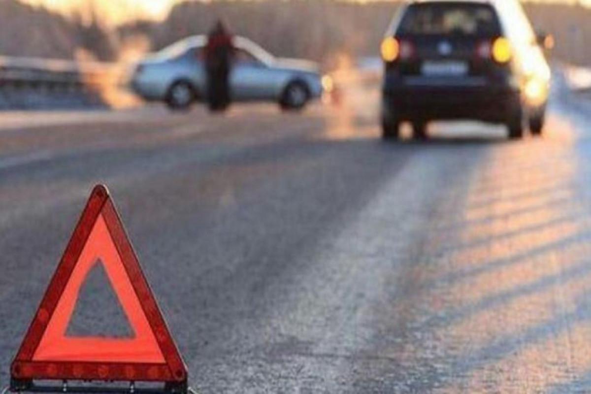 Goranboyda avtomobilini təmir edən sürücünü digər maşın vuraraq öldürüb
