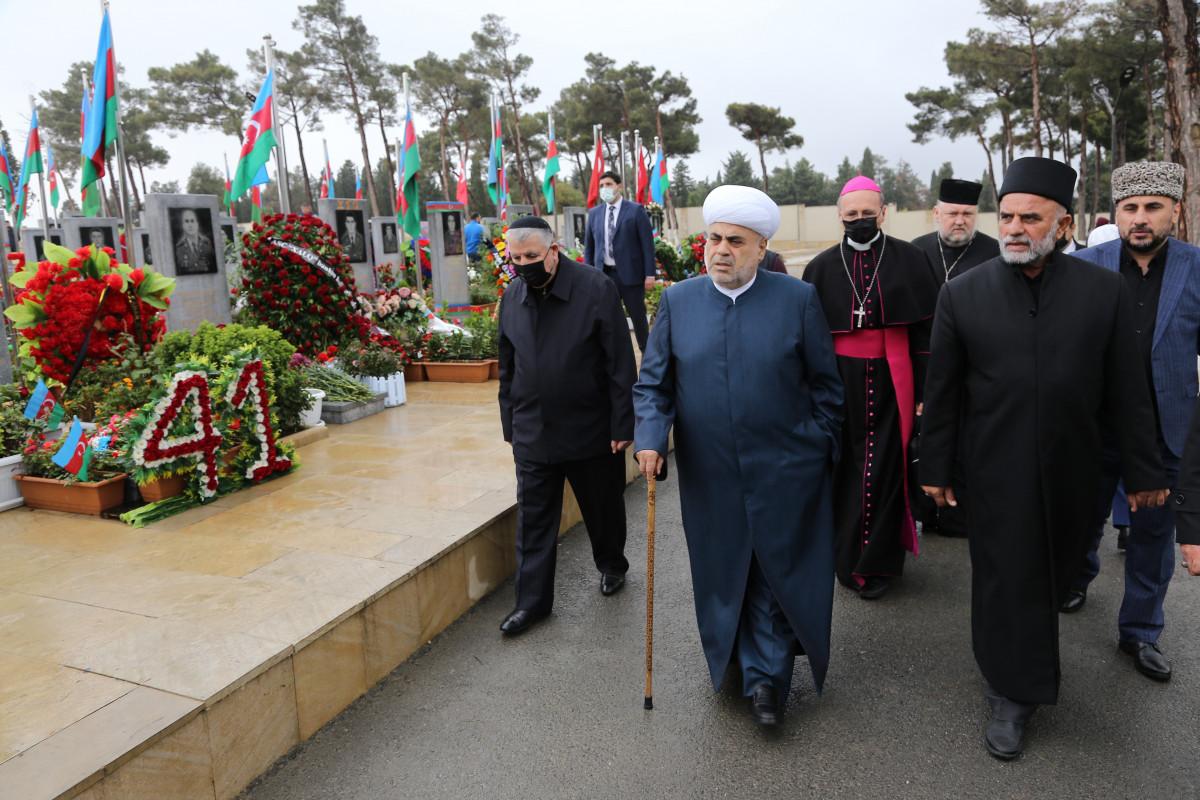 Главы религиозных конфессий Азербайджана посетили Вторую Аллею почетного захоронения
