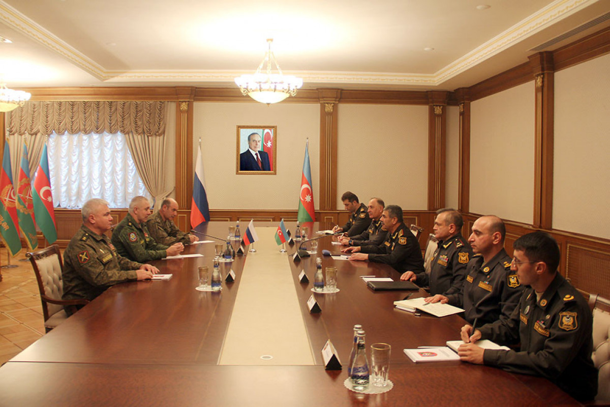Azerbaijani Minister of Defense meets with the Commander of the Russian peacekeeping forces