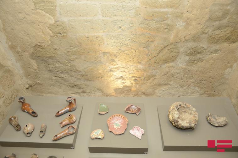 Arxeoloji qazıntı zamanı hamamdan tapılmış çıraqlar